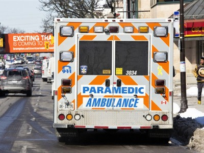 Paramedics forced to unload ambulances outside Mississauga hospitals during COVID-19 surge