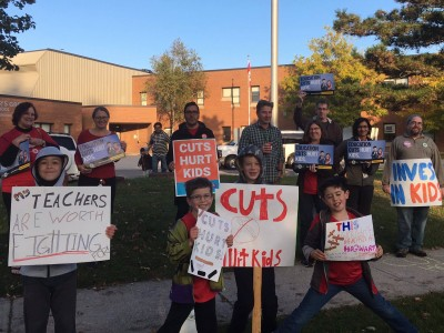 Peel teachers say debilitating class sizes the 'biggest issue' behind walk-in protest