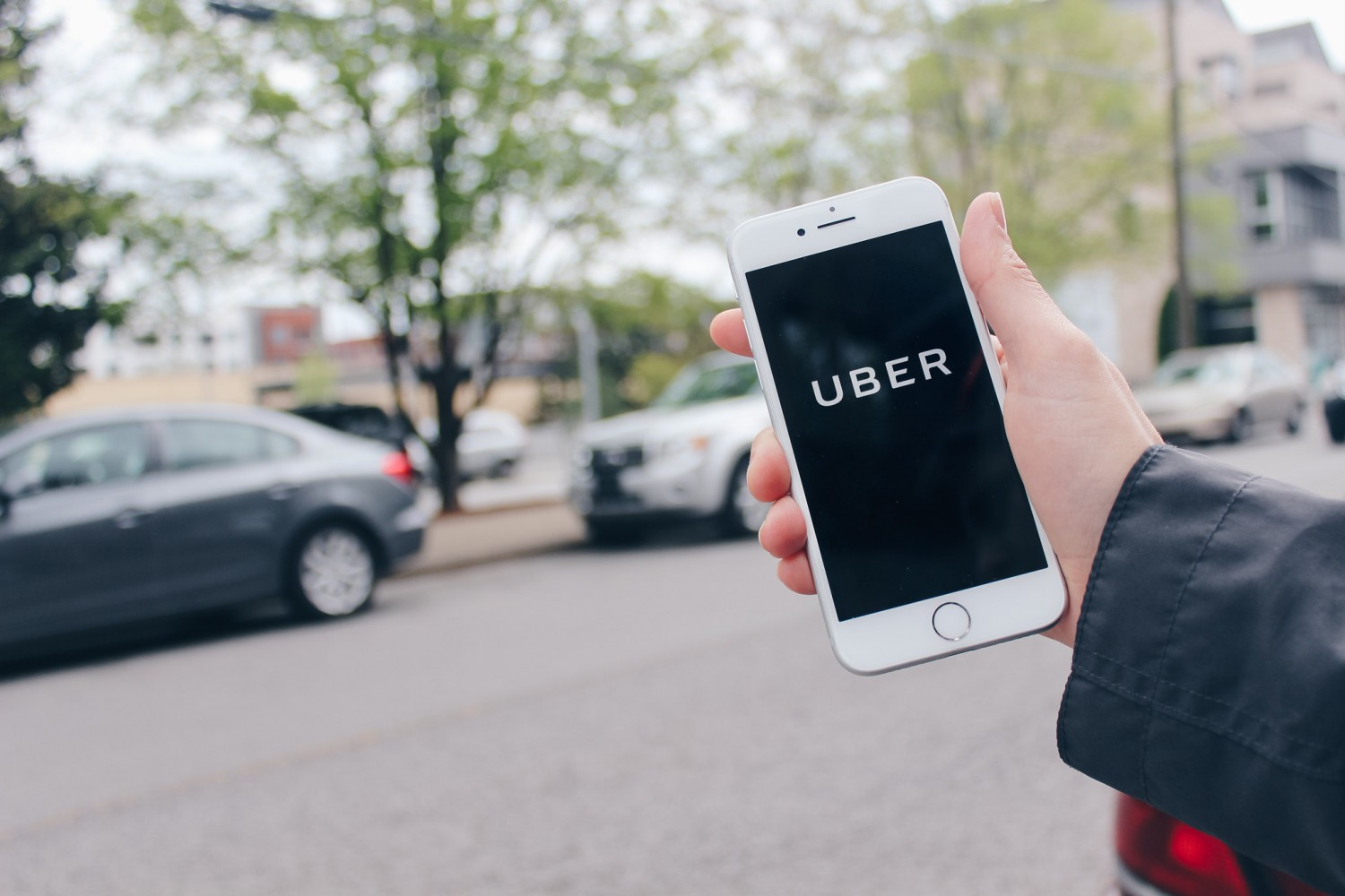 Mississauga failing to keep up with regulations to control Uber, Airbnb and other disruptors