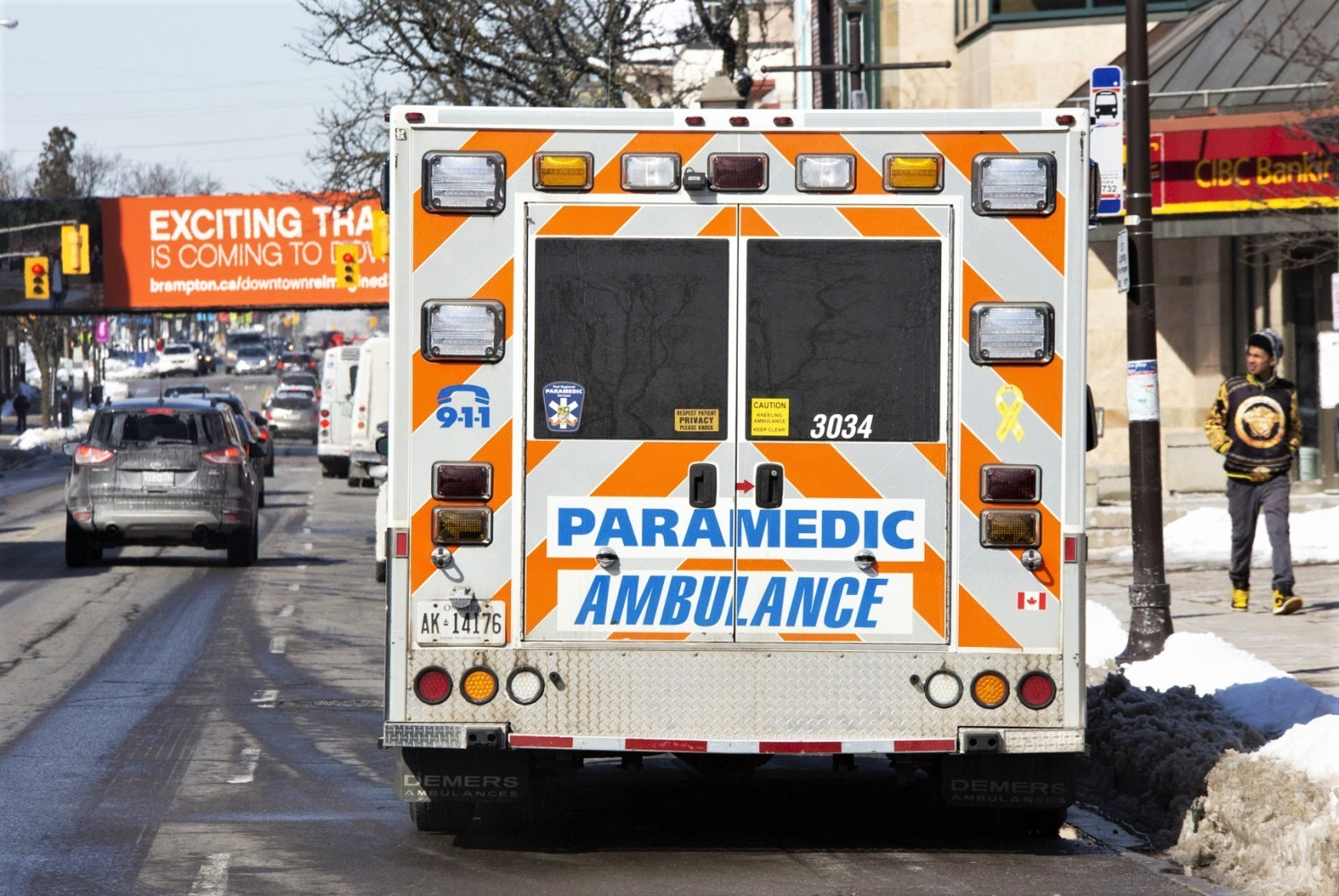 Paramedics forced to unload ambulances outside Mississauga hospitals during COVID-19 surge