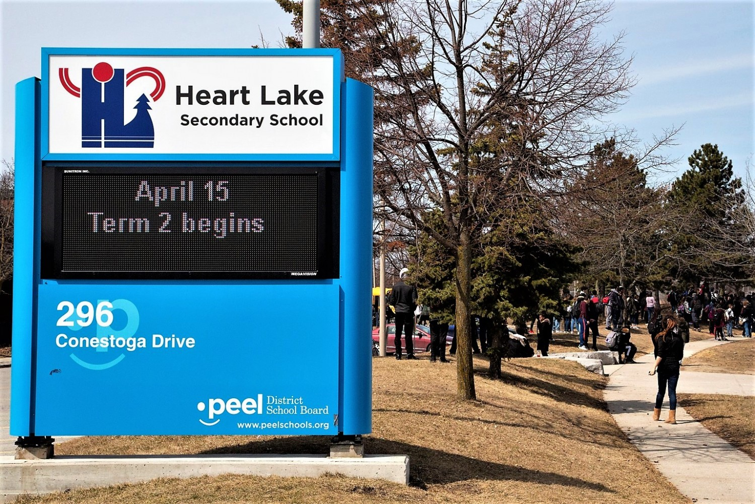 Six new cases of COVID-19 confirmed in Peel Monday, part of biggest single-day increase in Ontario; parents unsure of online learning options